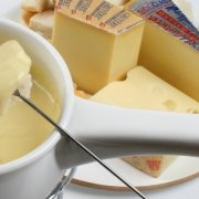set-of-fondue-cheeses